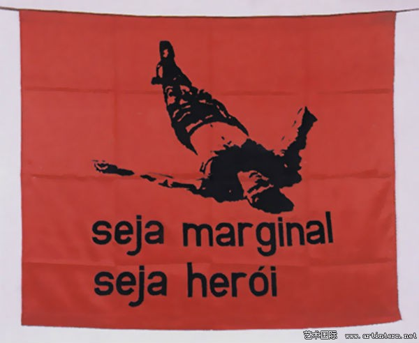 Hélio Oiticica, 《Seja Marginal, Seja Herói 》((Be an Outlaw, Be a Hero), 1968。 图片:Courtesy Wikiart.